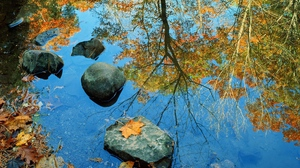 Preview wallpaper autumn, stones, water