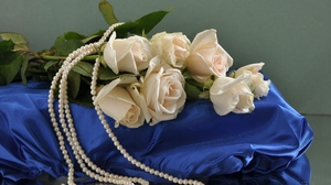 Preview wallpaper beads, bouquet, flowers, pearls, pillow, roses