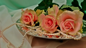Preview wallpaper beads, flowers, pearls, roses, three, tray